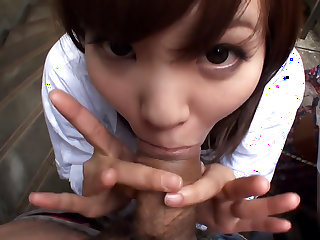 Rimu Endo teaches Ueno Misaki few tricks