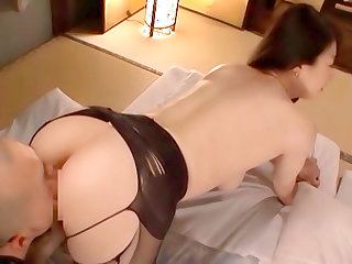 Hitomi Oohashi adores that pussy licking
